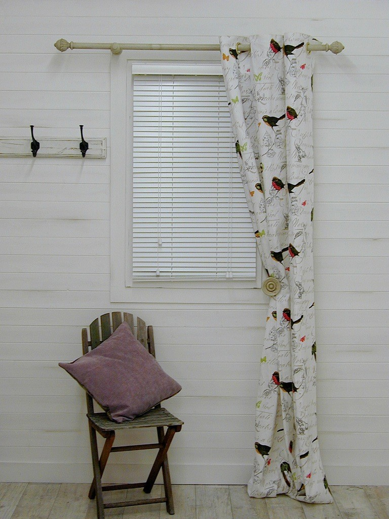 Bird curtain holdbacks