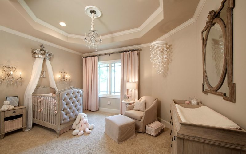 luxury-elegant-nursery-with-princess-themed-crib-and-peach-curtains Шторы для детской комнаты девочек (77 фото): идеи готовых занавесок и тюли в спальню до подоконника